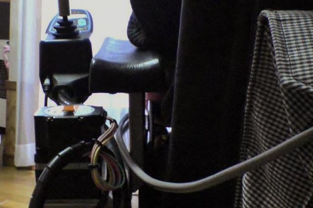 電動車いす用コントローラー移動ユニット